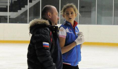 Мария Артемьева и ее тренер Евгений Рукавицын в Академии фигурного катания Санкт-Петербурга