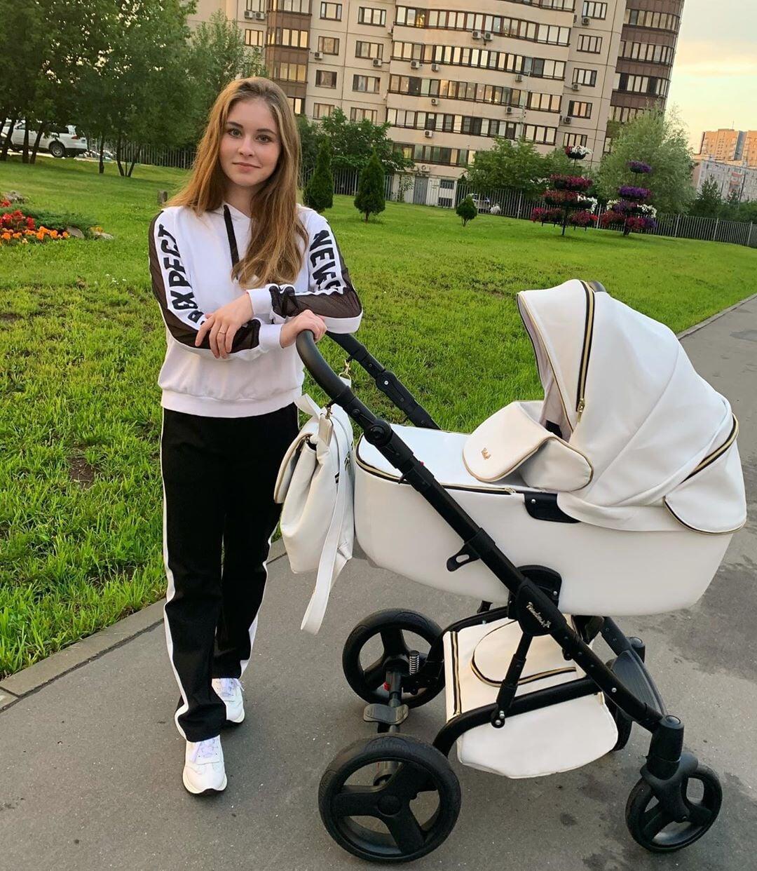 Липницкая показала фото с прогулки с дочерью